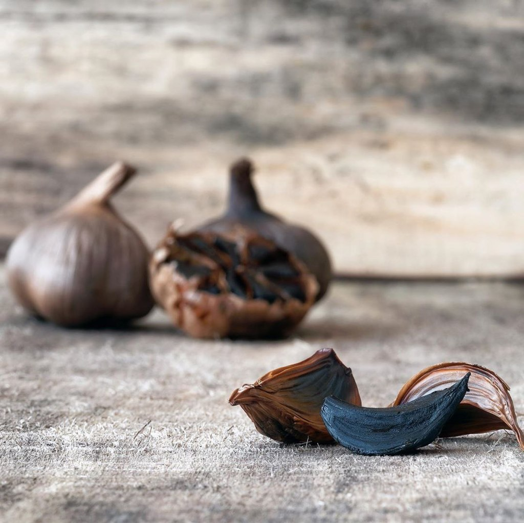 Qara sarımsaq (Black Garlic)